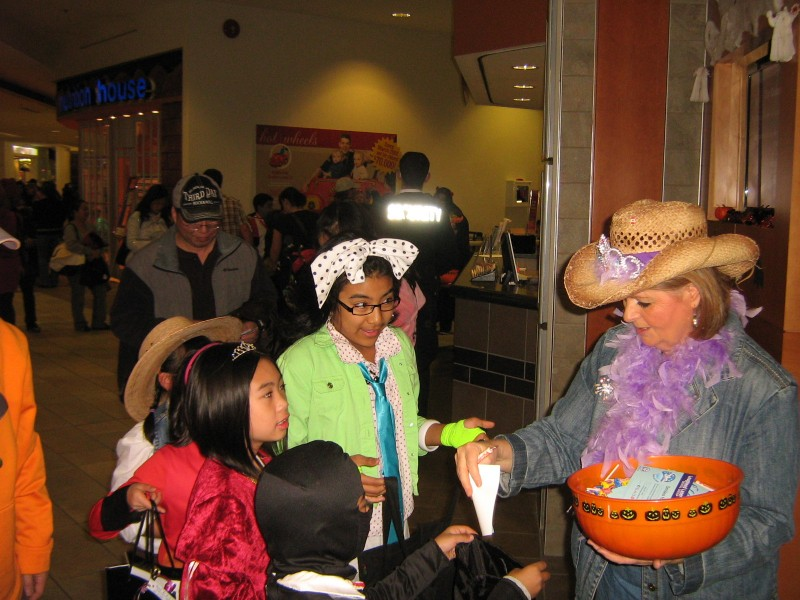 Halloween 2011 at Lougheed Mall Dental 12